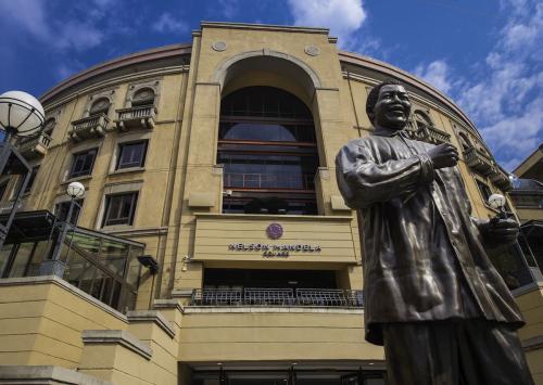 เนลสัน แมนเดล่า บุรุษผู้ซึ่งได้รับการยกย่องสูงสุดของประเทศ อาฟริกาใต้